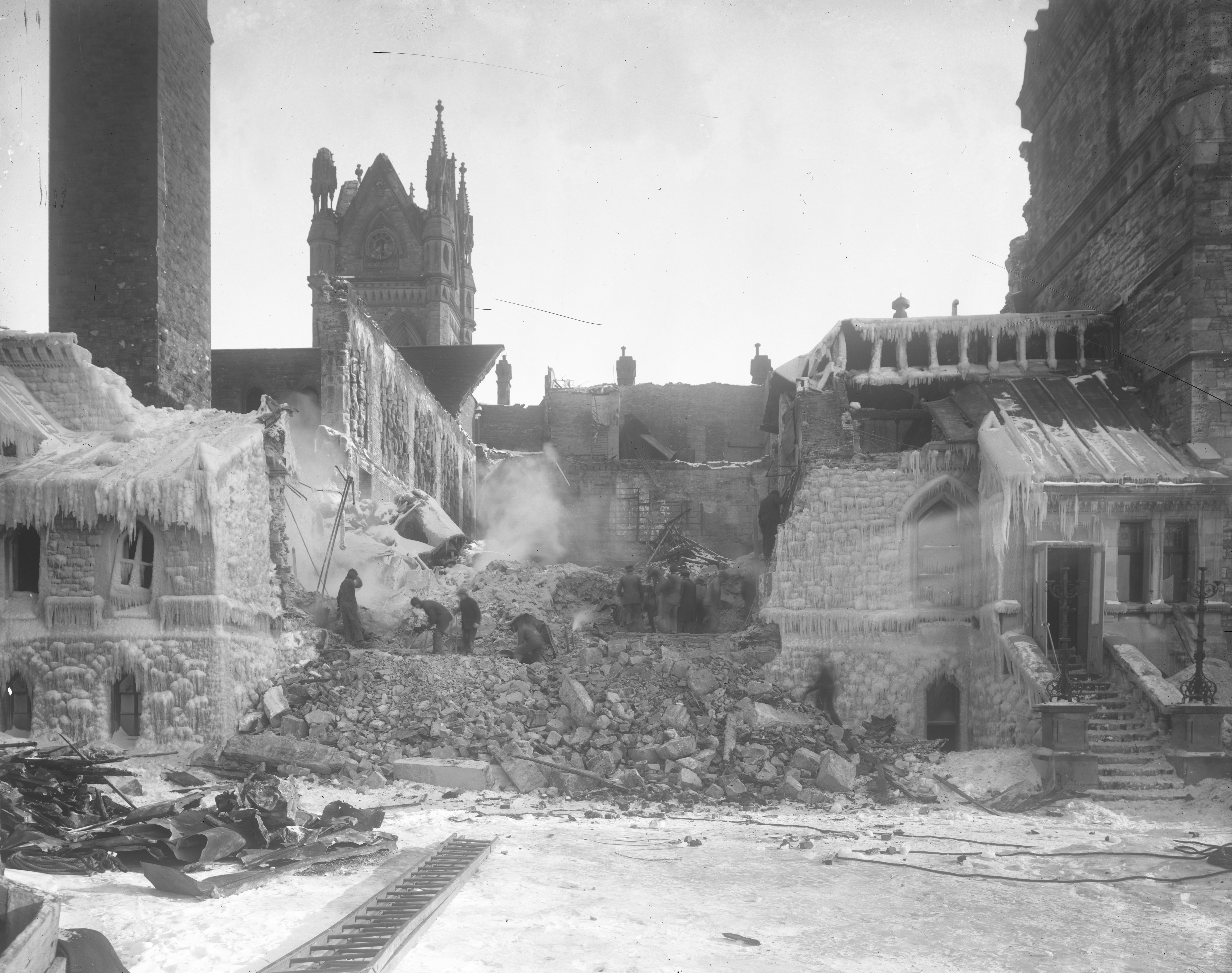 A photo of rubble from the Parliament Hill fire in black and white.